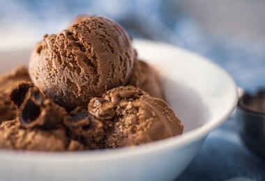 8 elképesztően gazdag CSOKIS fagylalt, amit otthon, a teraszon is elnyalhatsz