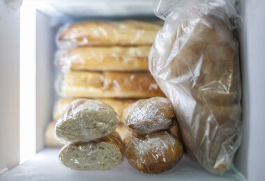 Hónapokig eltartható kenyér: hogyan és miért FAGYASSZUK le a vekninket