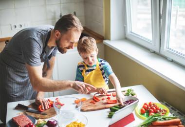 Kevesebb só, zsír és cukor: egészségesebb termékek jönnek a Tesco polcaira