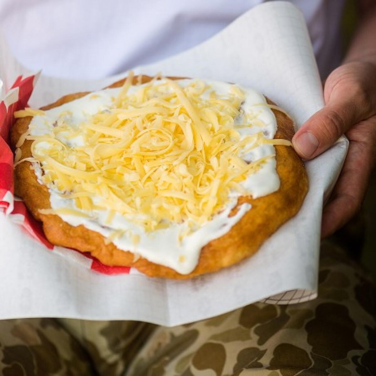 1000 forintos lángos, 550 forintos hekk - megnéztük, mennyiért ehetünk idén a Balatonnál