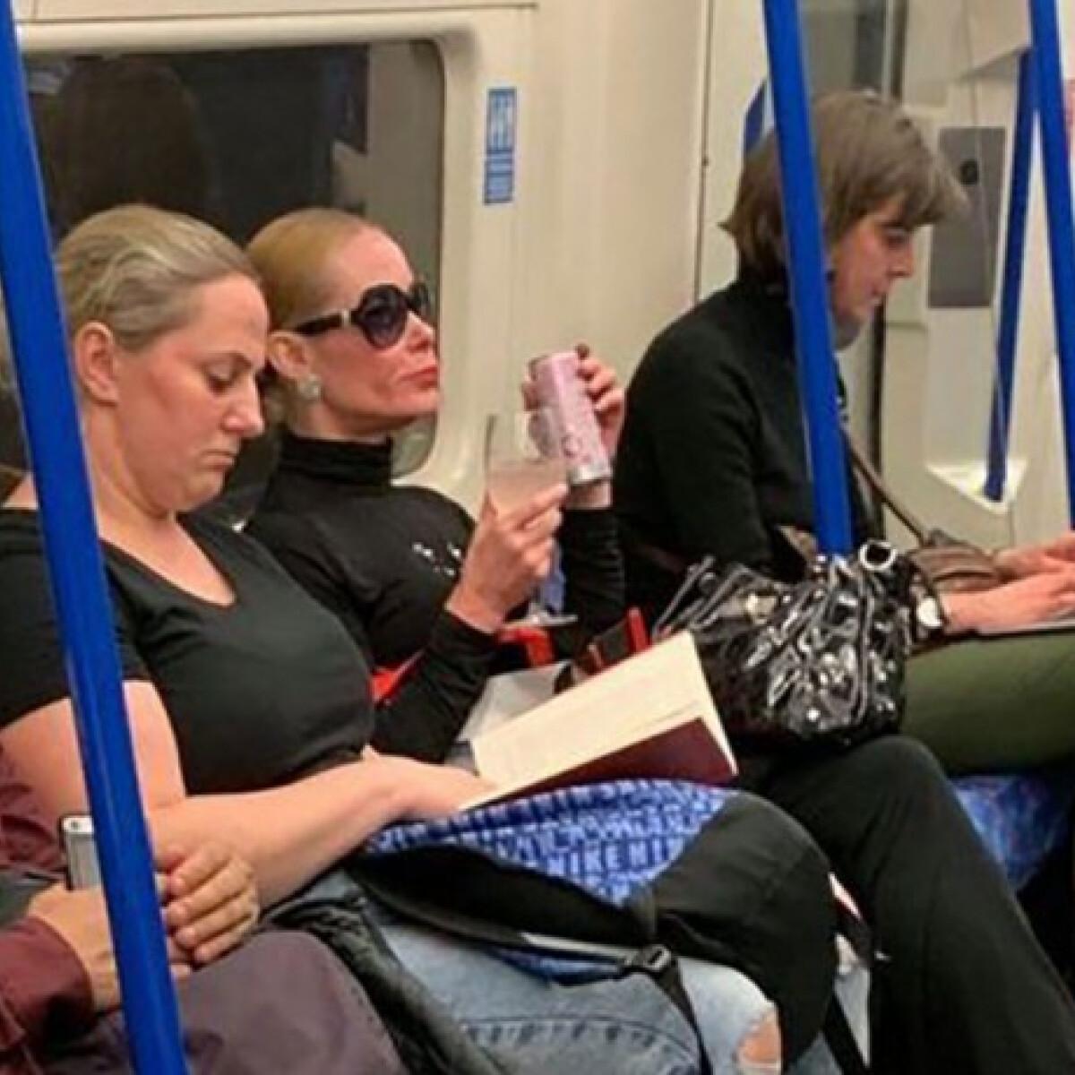 Bejárta a világot a metrón borospohárból GIN-ező díva fényképe