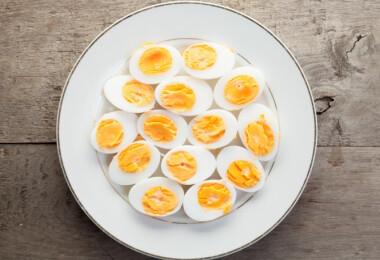 Ezzel a trükkel főzz meg egyszerre egy halom tojást - főzés nélkül