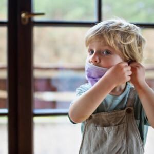 5 módszer, amivel ráveheted a gyerekeket, hogy maszkot viseljenek