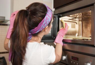 Használj ecetet, hogy újból tiszta legyen a mikród – olcsó és könnyű trükk!