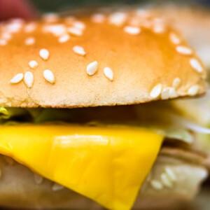 Vajon ki fizet többet? Ennyit lehet keresni a Burger Kingnél illetve a Mekinél