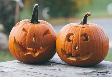 Így belezhetsz ki egy dísztököt 5 perc alatt – A legjobb halloweeni tökfaragó trükk!