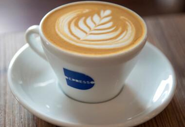 Megunta, hogy zárva van, újra kinyitott az ország legkeményebb kávézója