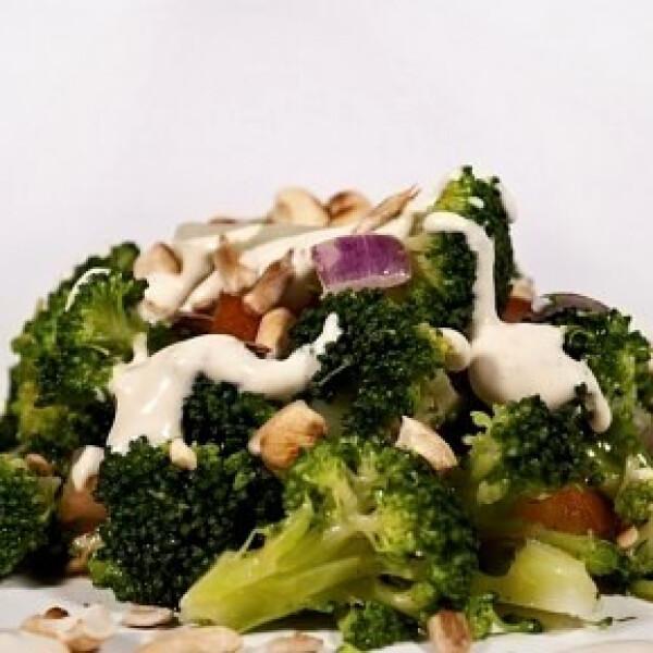 brokkolisaláta