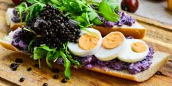 Kiadós lencsés szendvics tojással és káposztával