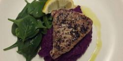 Tonhal steak lila édeskrumplival és citromos spenótsalátával