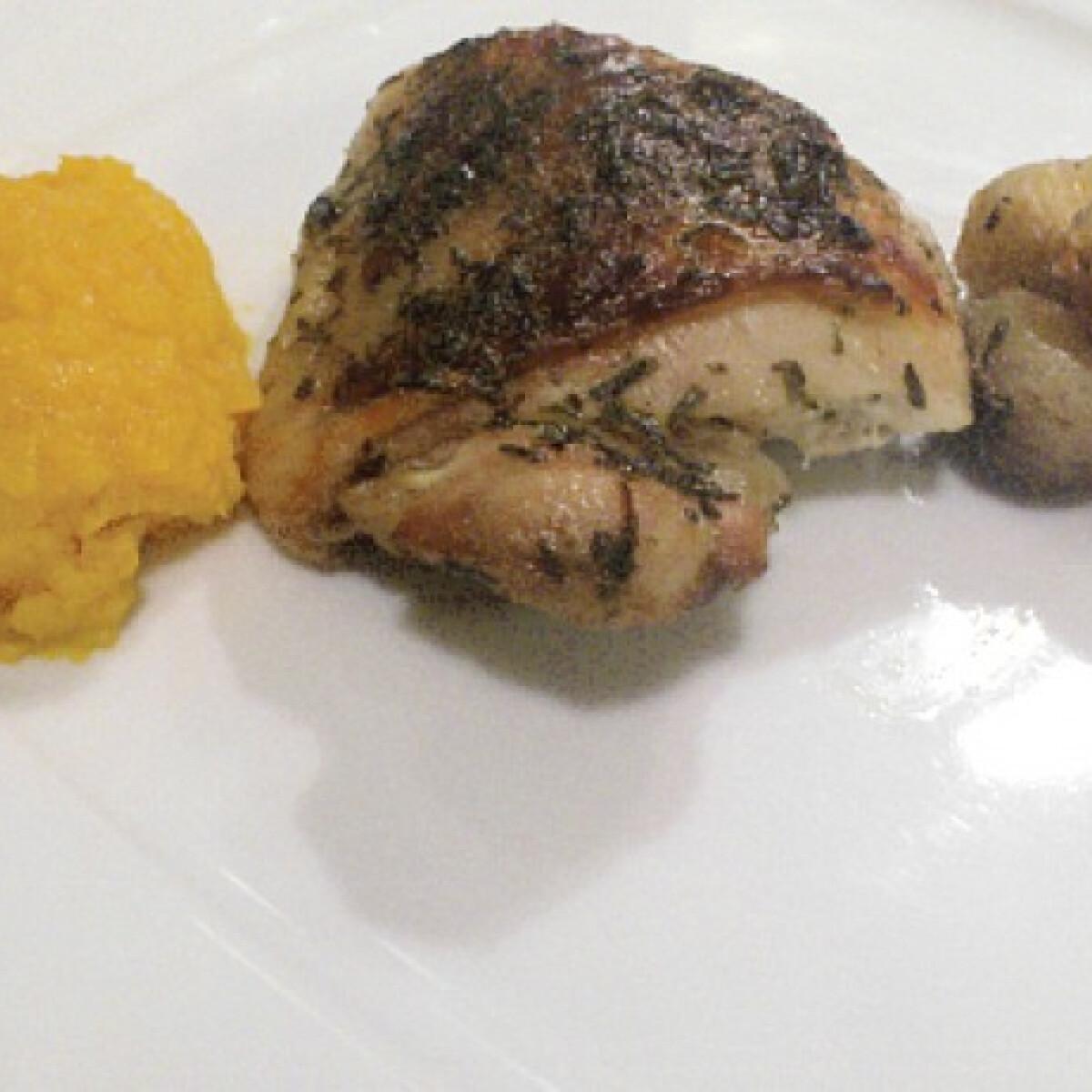 Ezen a képen: Mézes csirkecomb gesztenyével sütve