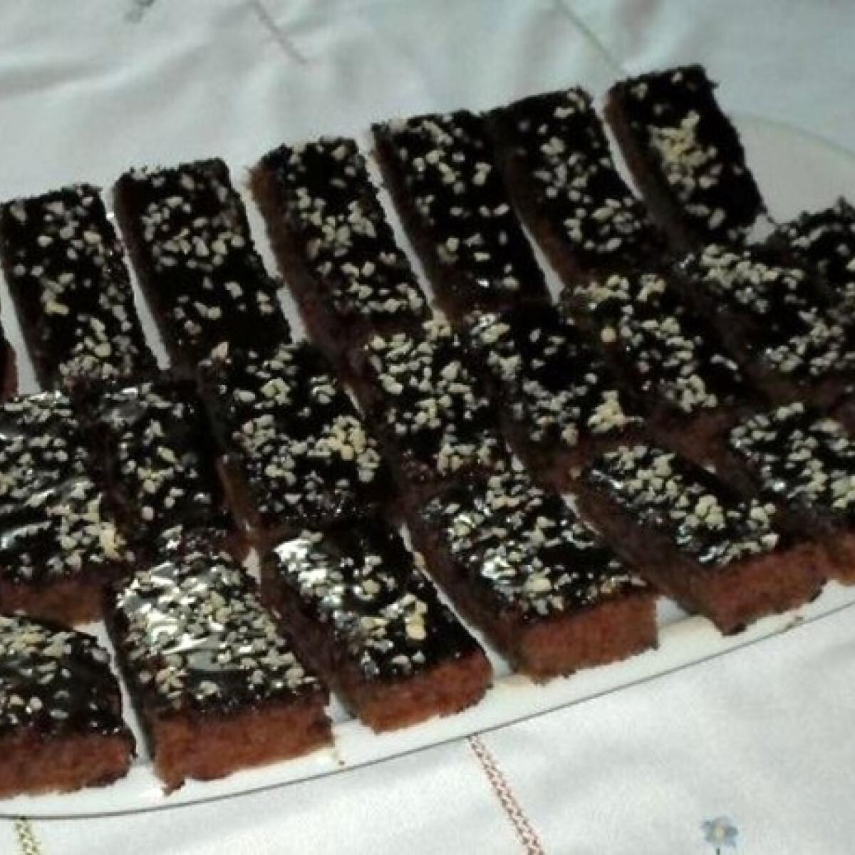 Ezen a képen: Almás kakaós süti