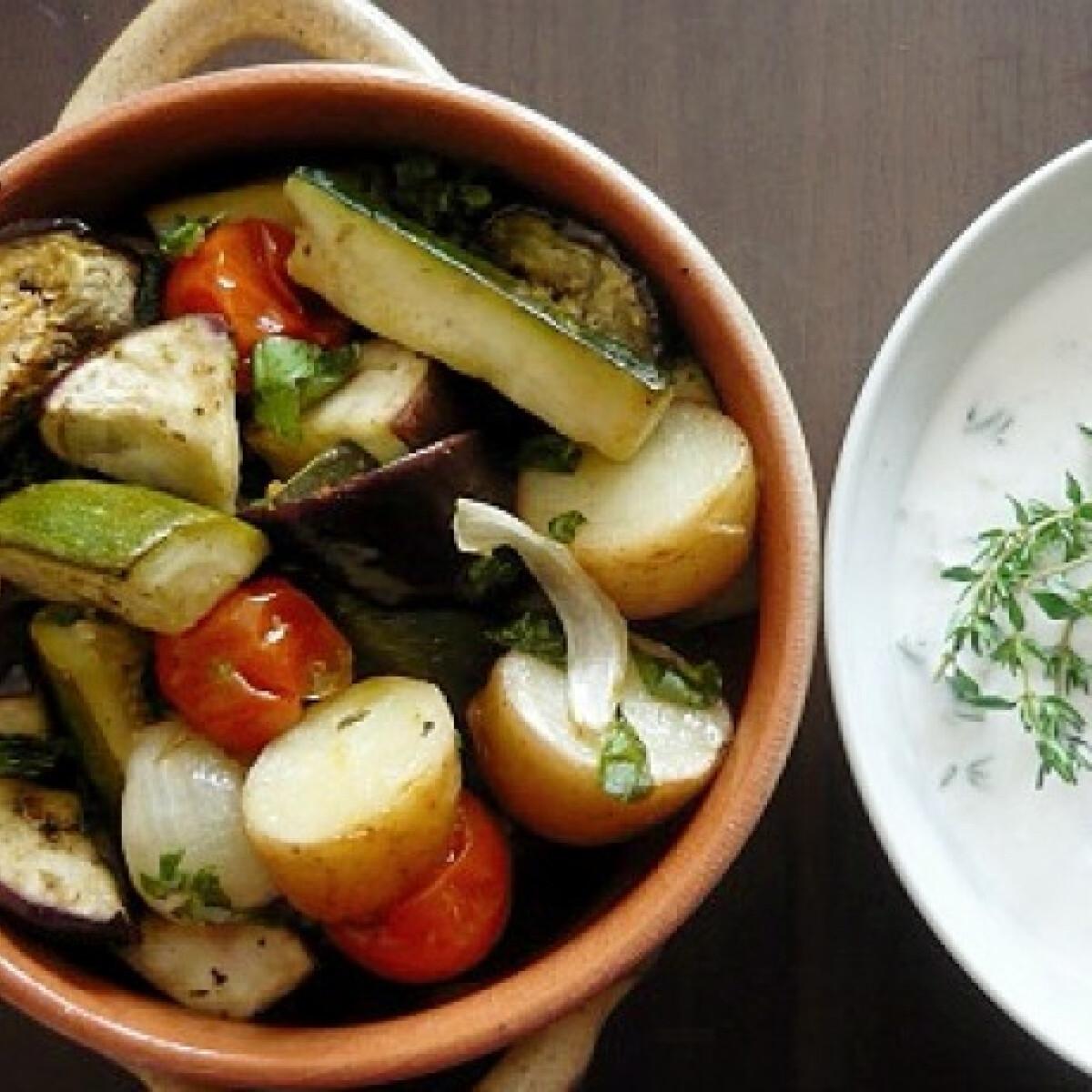 Ezen a képen: Sült zöldségek zöldfűszeres mártogatóssal