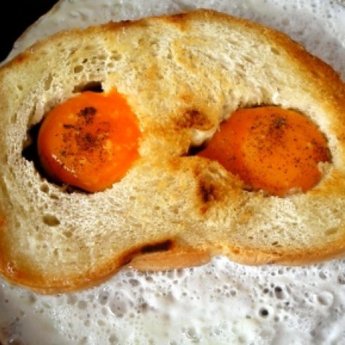 Ezen a képen: Lyukas kenyér