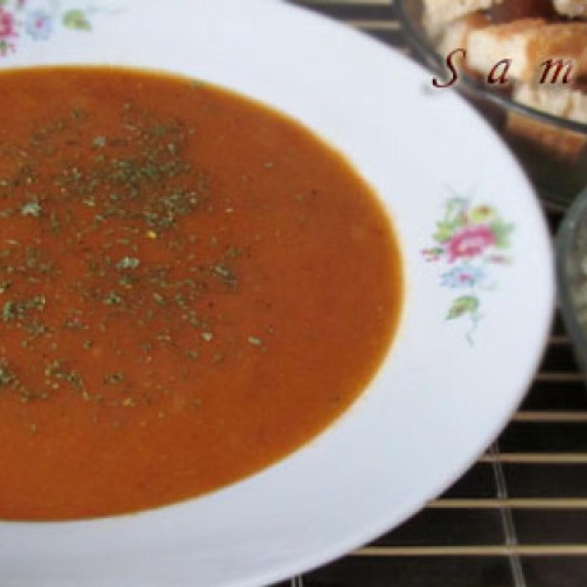 Ezen a képen: Mediterrán leves sült zöldségekből