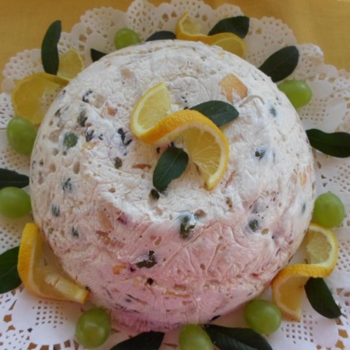 Ezen a képen: Tejfölös-gyümölcsös gúla