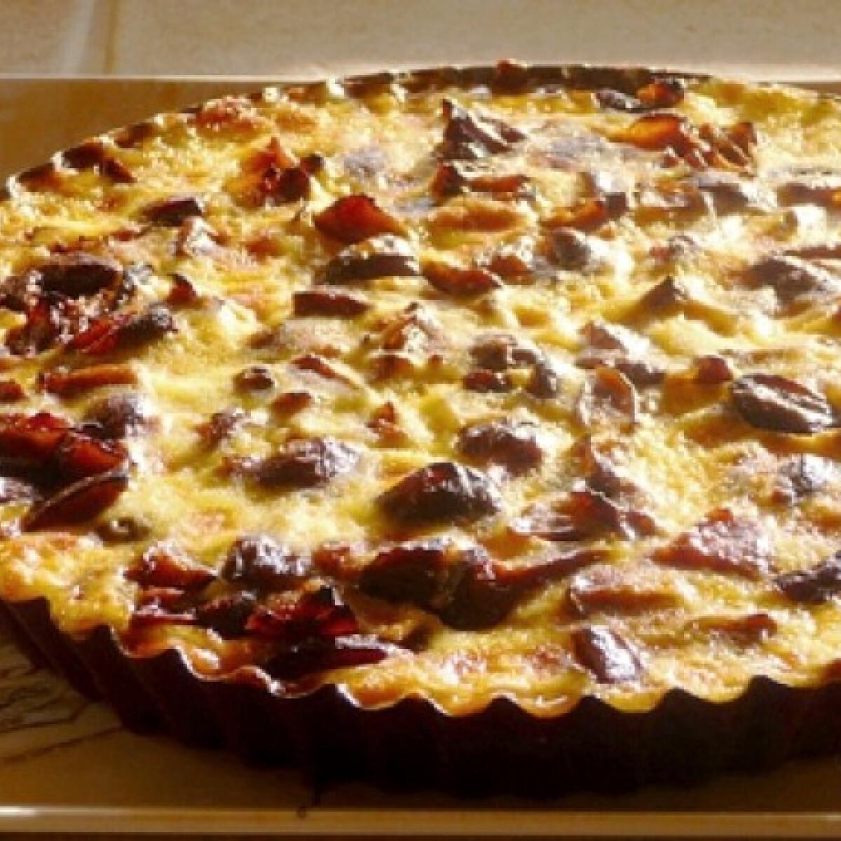 Ezen a képen: Tejszínes-szilvás pite