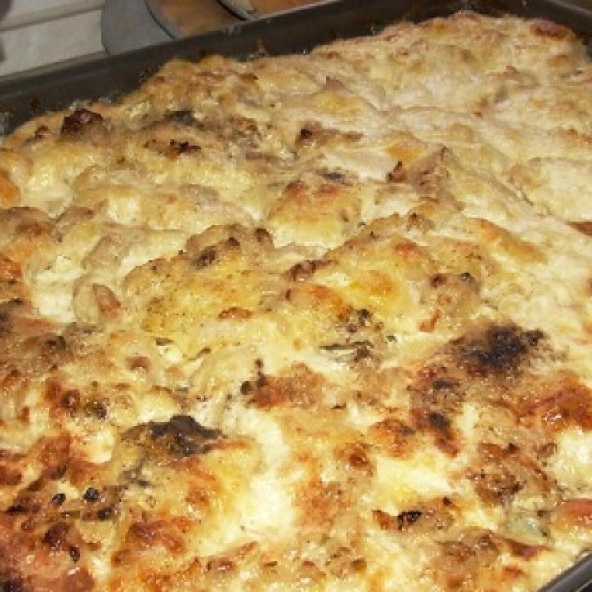 Ezen a képen: Tepsis-sajtos csirkemell