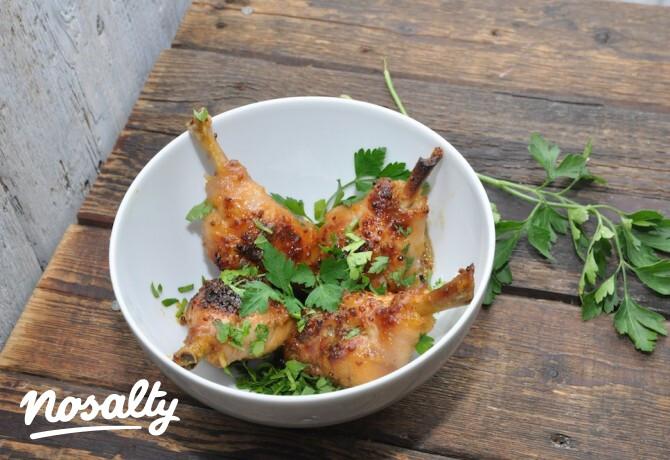 Ezen a képen: Mézes-mustáros csirkecombok Gréti konyhájából
