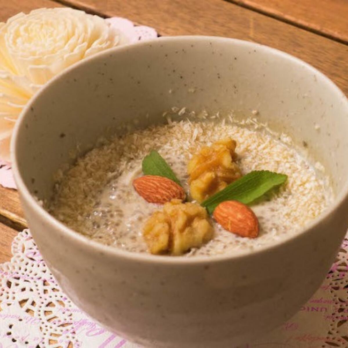 Ezen a képen: Kókuszos-vaníliás chia mag puding
