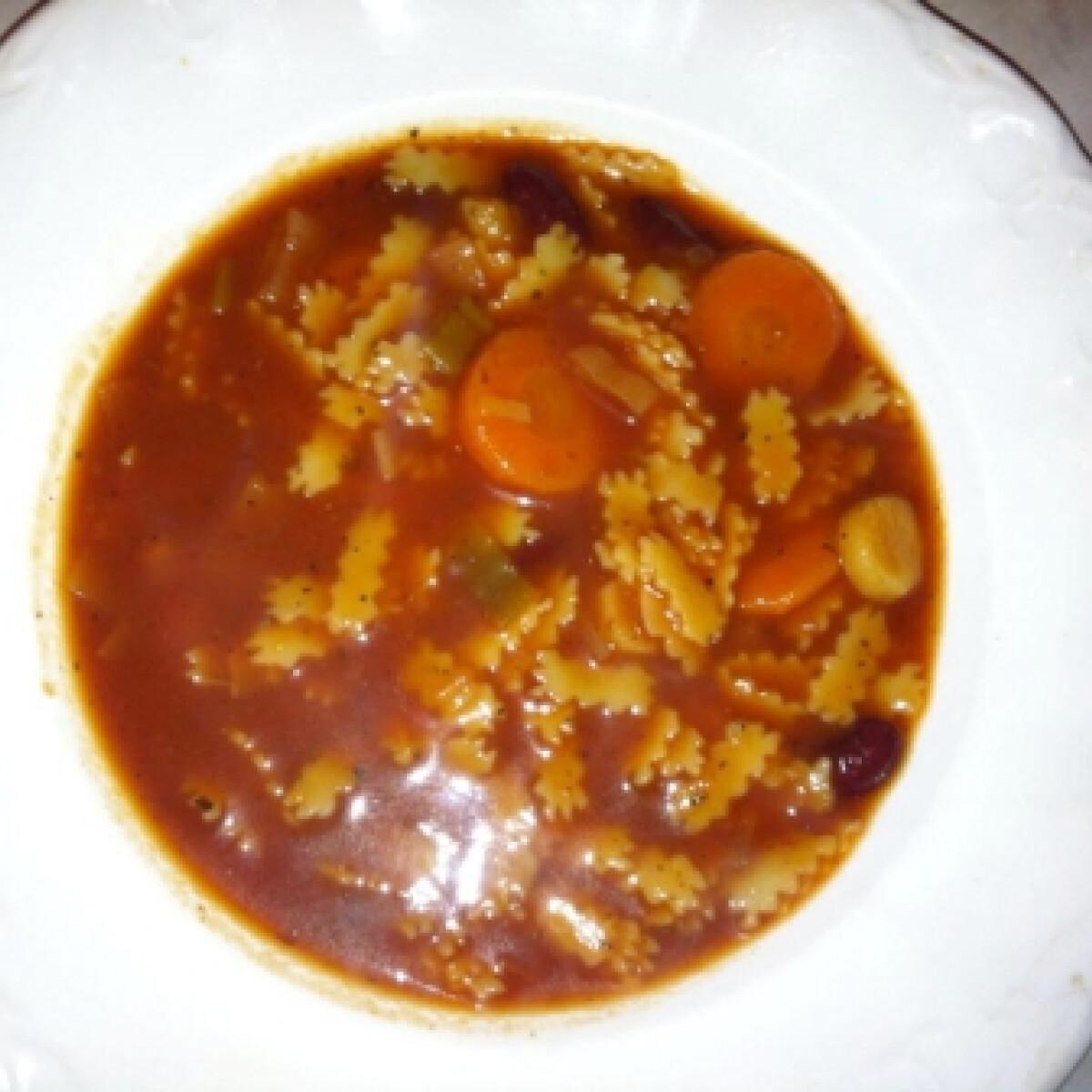 Ezen a képen: Minestrone leves ahogy Linda készíti