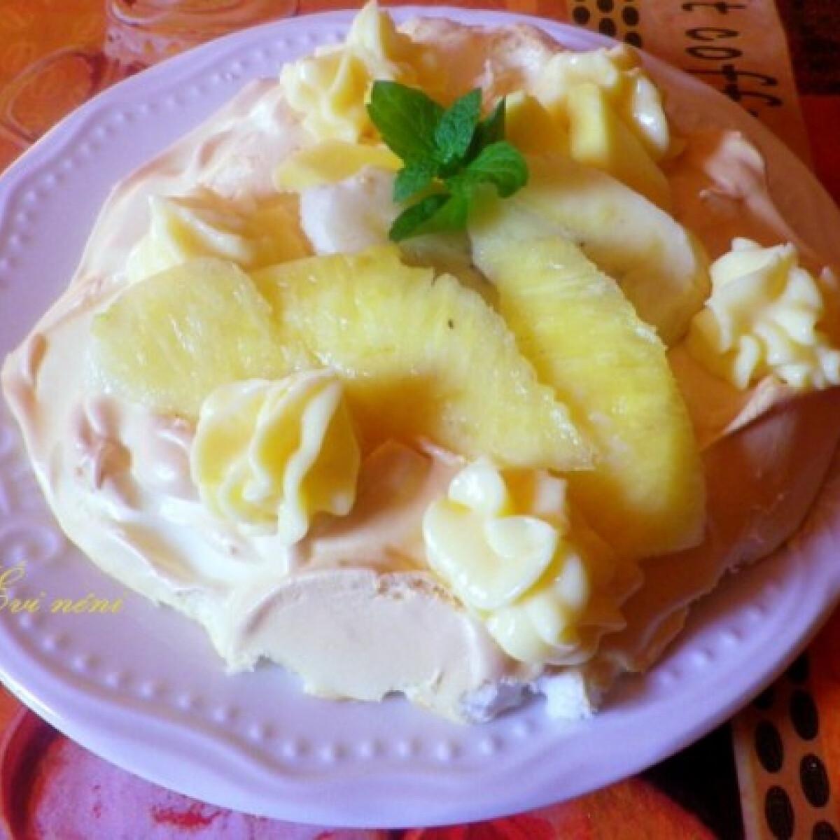 Ezen a képen: Gyümölcsös pavlova torta
