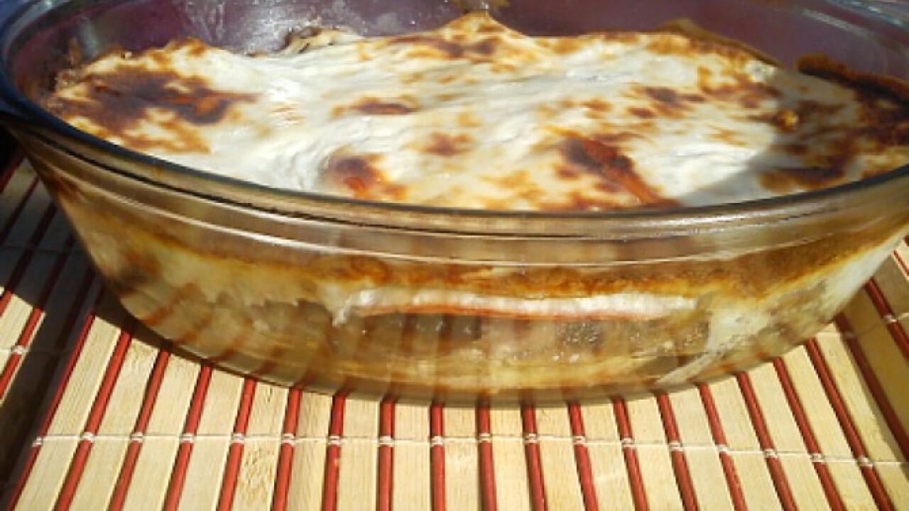Gombás-sonkás-sajtos rakott szeletek