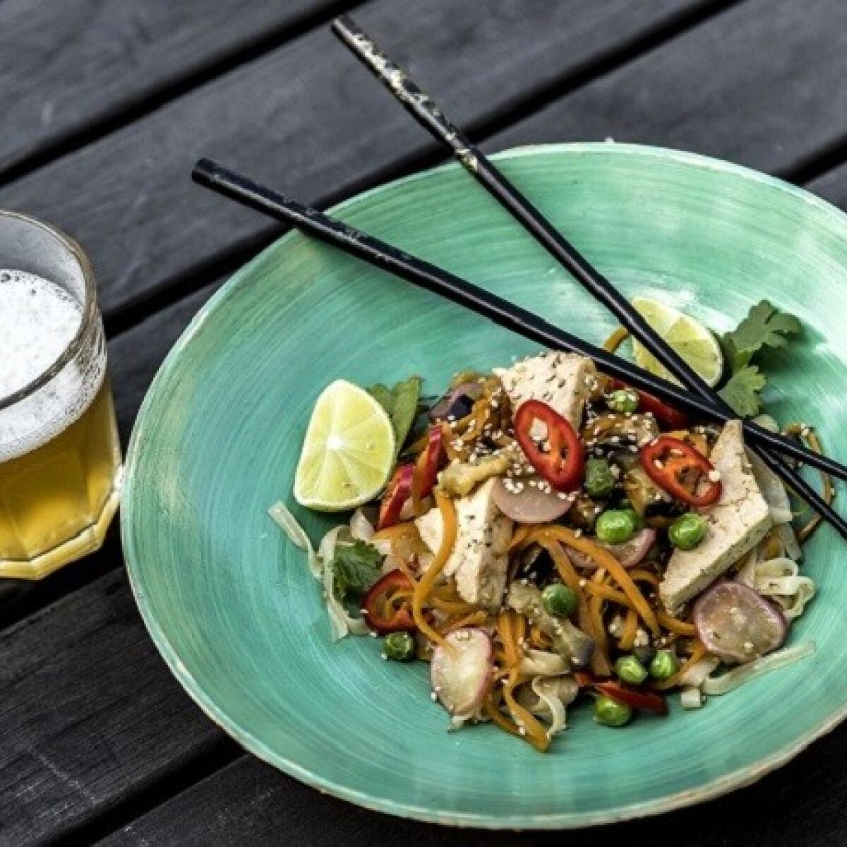 Ezen a képen: Zöldség-wok Lakatos Márktól