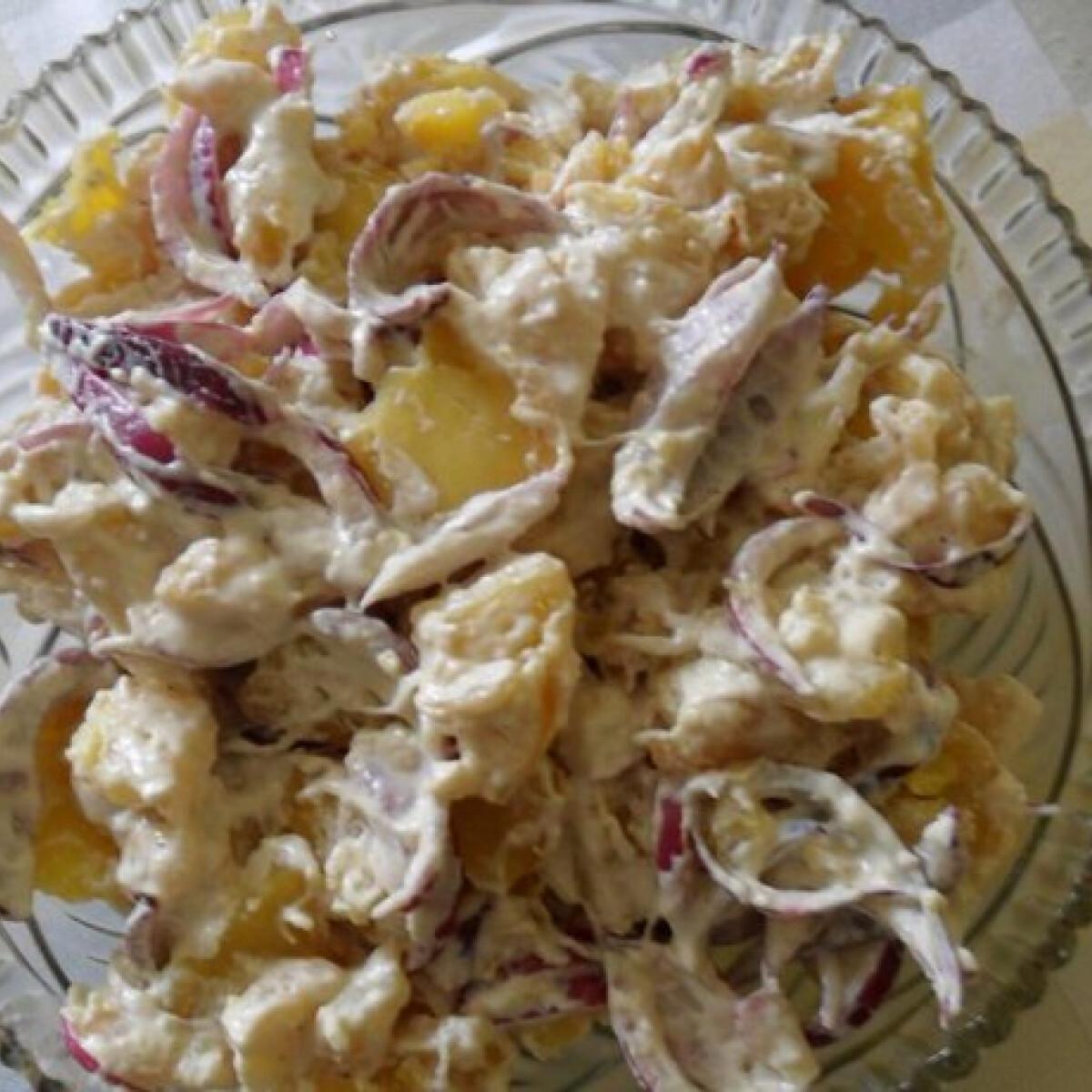 Ezen a képen: Tormás krumplisaláta
