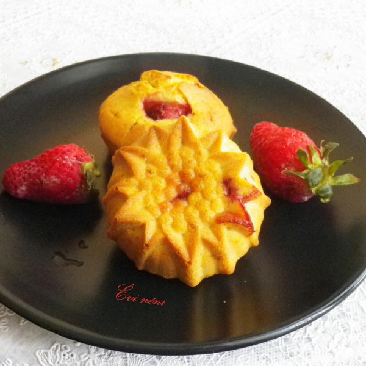 Ezen a képen: Epres muffin Évi néni konyhájából