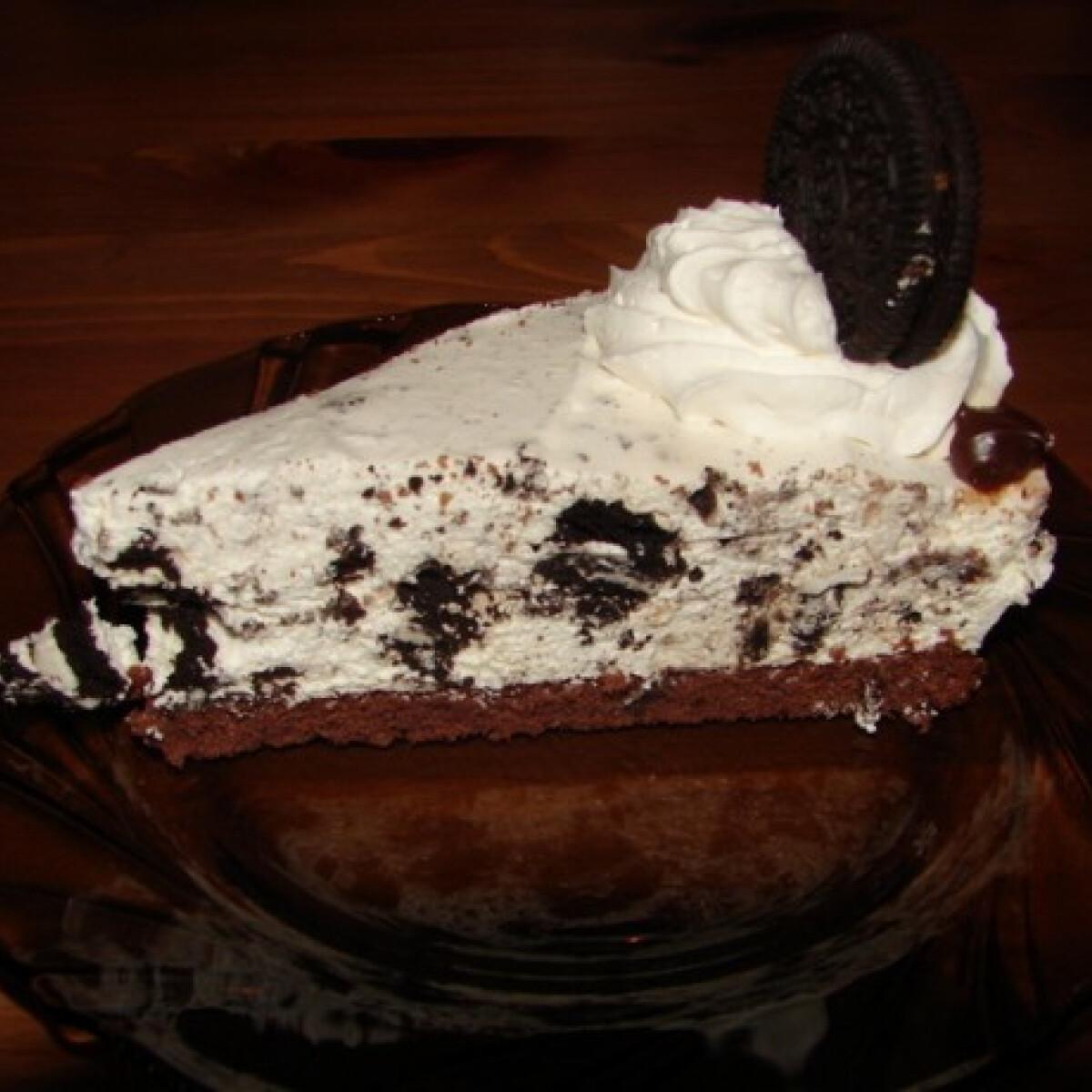 Ezen a képen: Oreo kekszes-sajtkrémes torta
