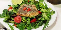 Vajban sült fokhagymás-lime-os lazac salátával