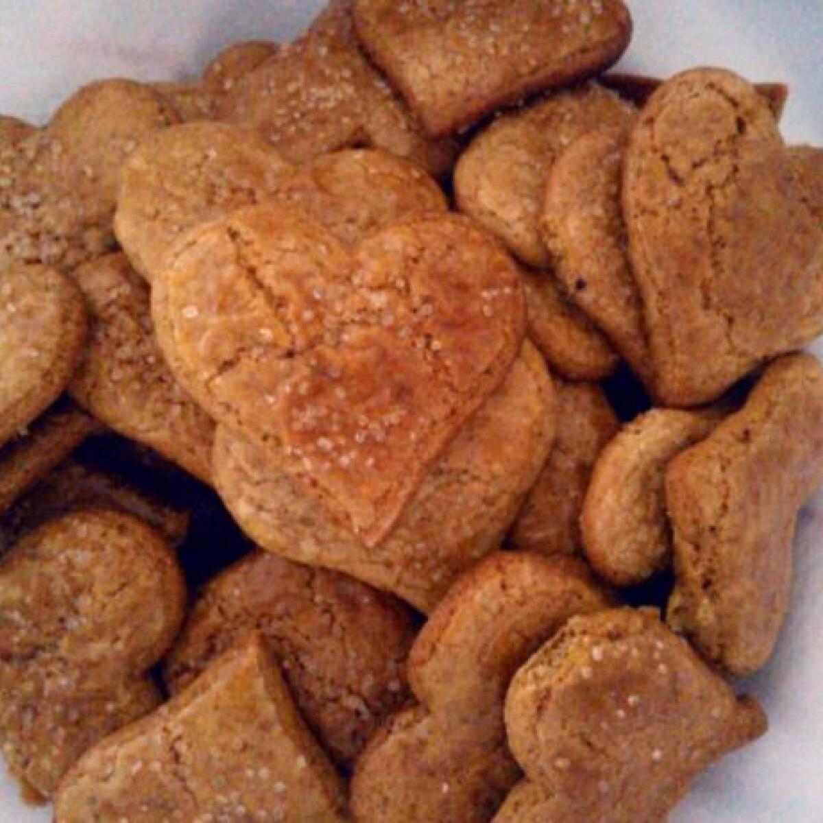 Ezen a képen: Pihe-puha mézes sütemény