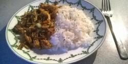 Pak choi makrélával párolva rizzsel tálalva