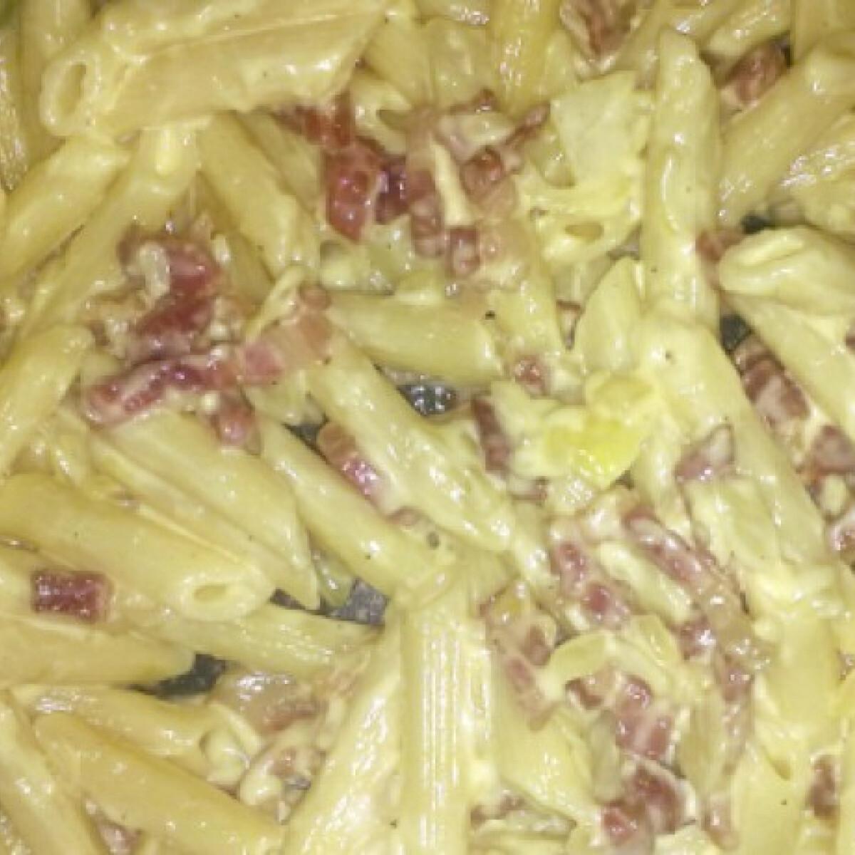 Tejszínes-baconös-hagymás penne