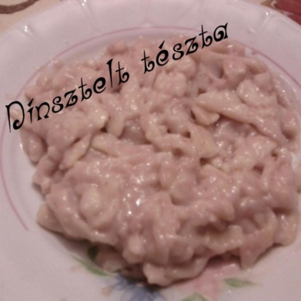 Ezen a képen: Dinsztelt tészta