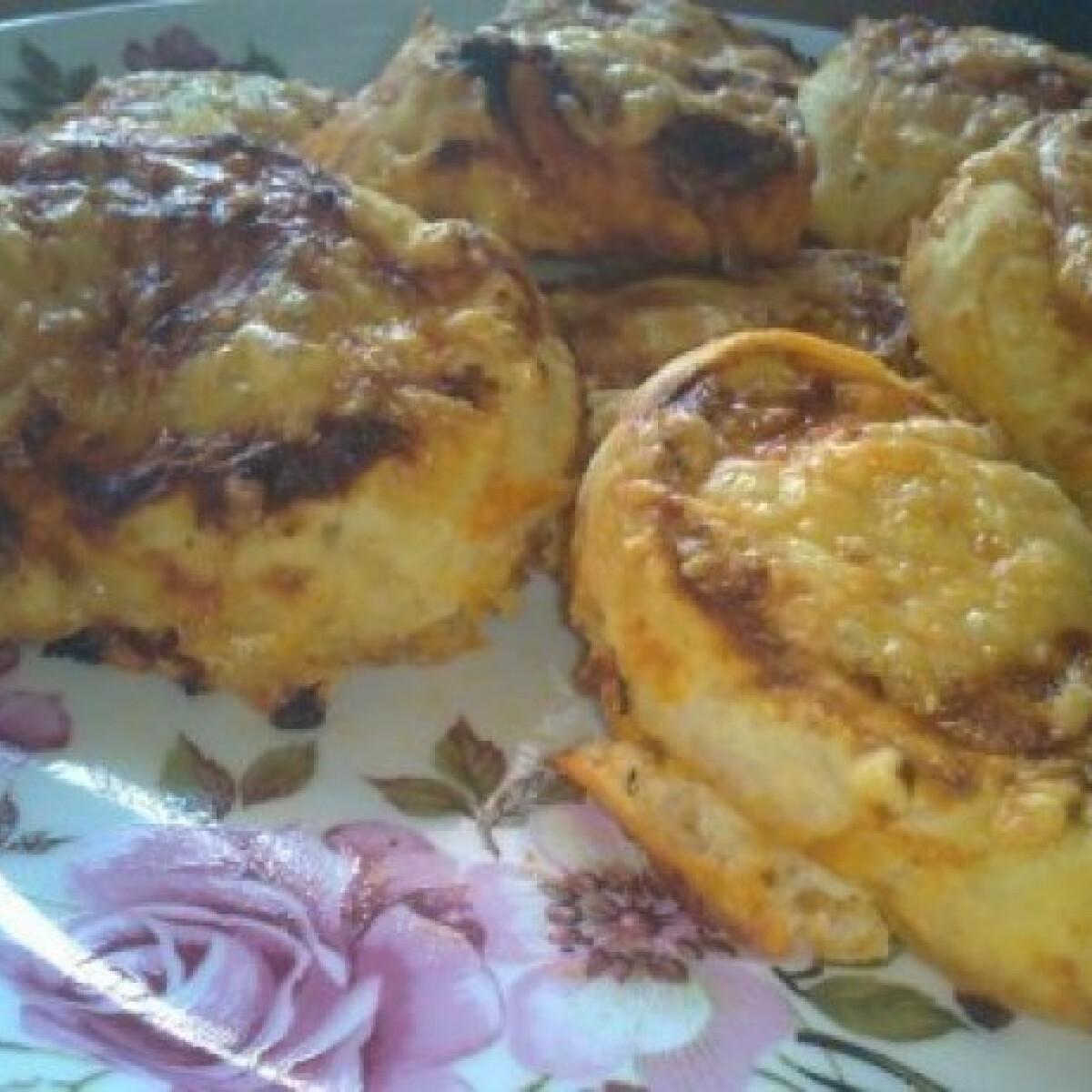 Ezen a képen: Kolbászos - pizzás csiga