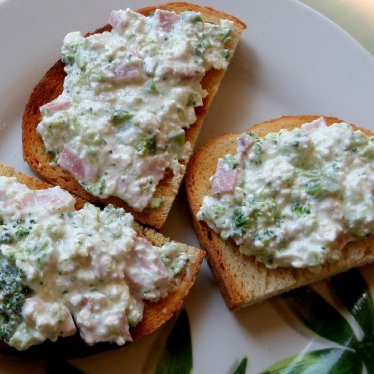 Ezen a képen: Brokkolis-túrós szendvicskrém