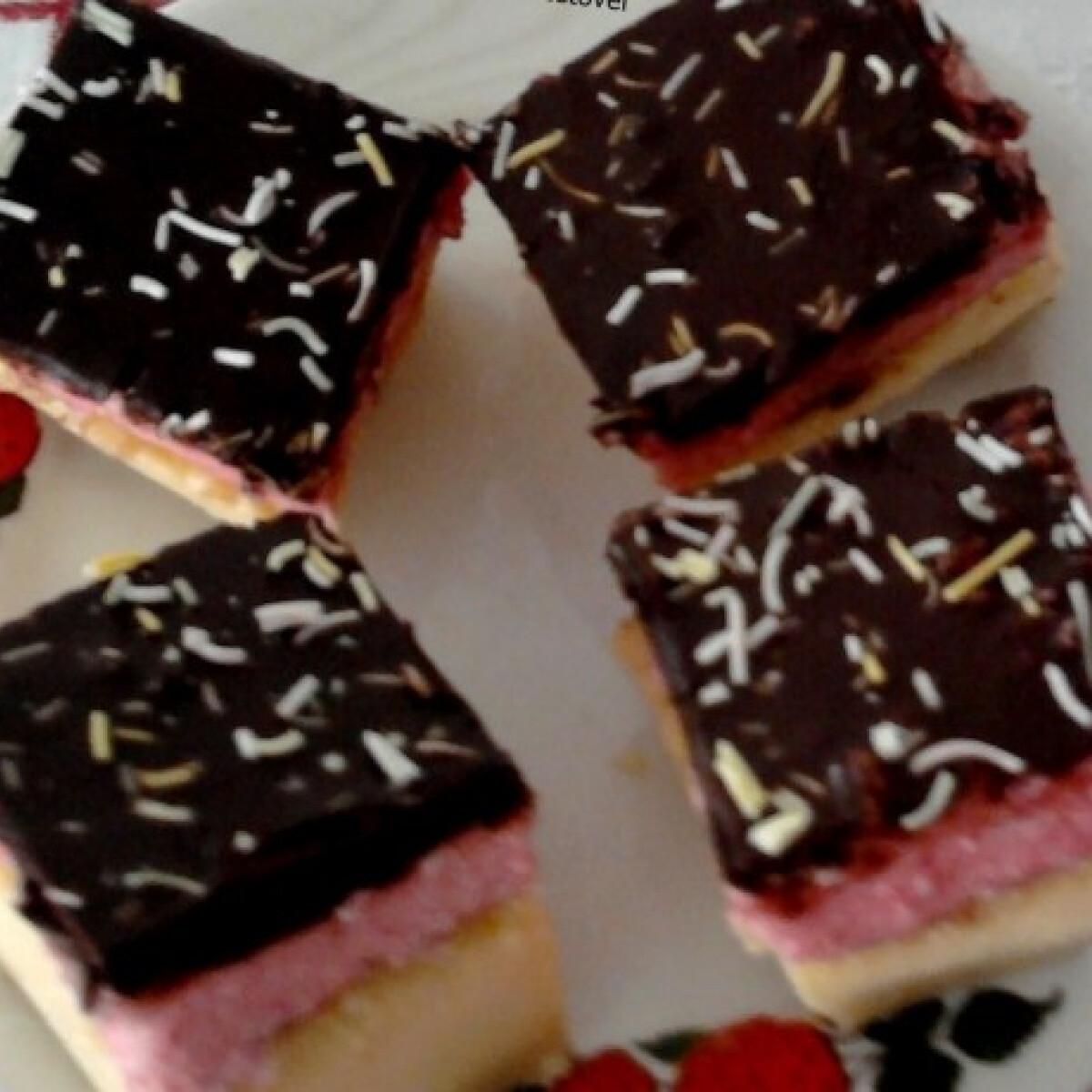 Ezen a képen: Puncskrémes intelligens krémes csokitetővel