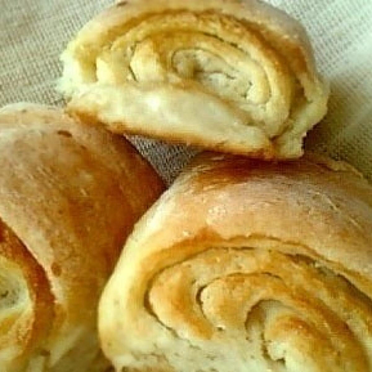 Ezen a képen: Burgonyás cukros péksütemény