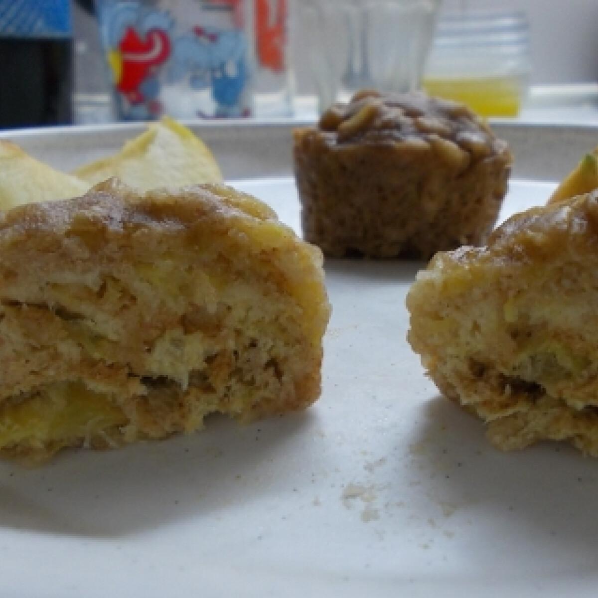Ezen a képen: Almás muffin mikróban
