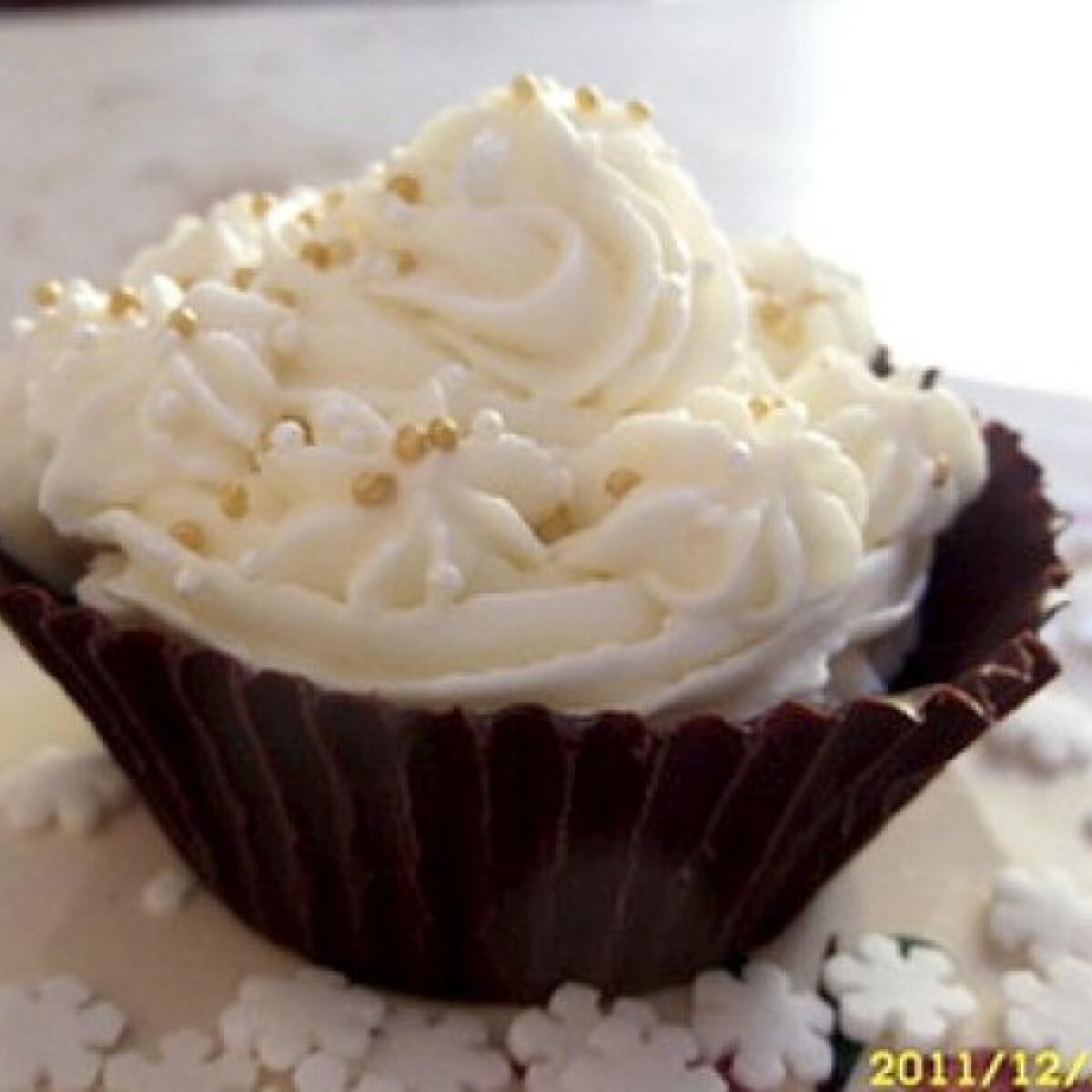 Ezen a képen: Csokikosár mascarponés krémmel