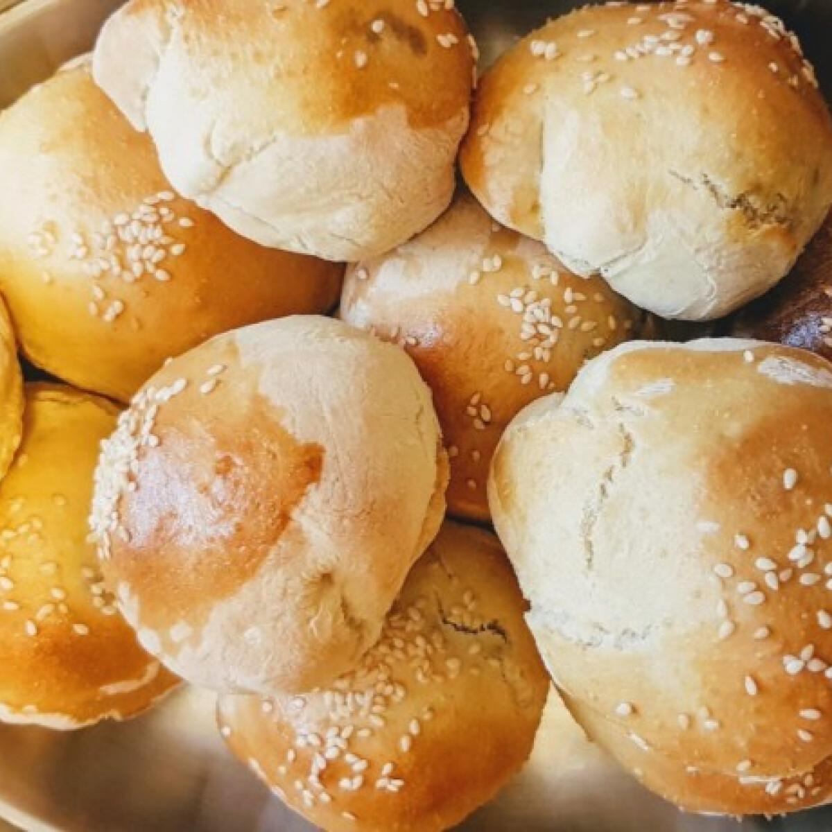 Ezen a képen: Egybesült mini hamburgerek