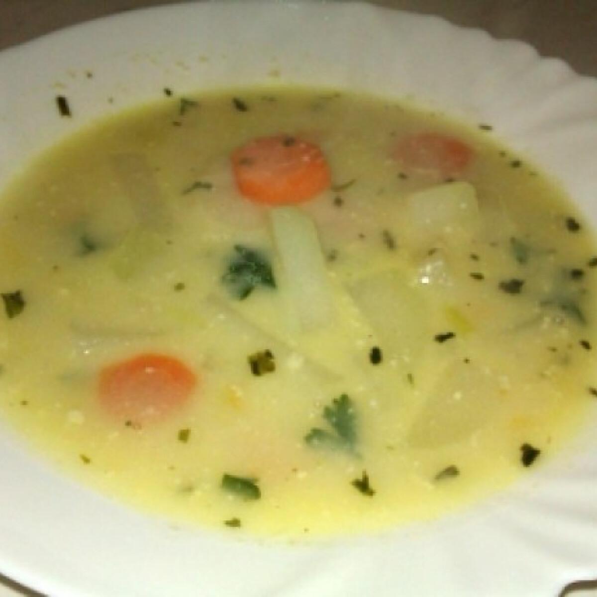 Ezen a képen: Zöldségleves Bondika konyhájából