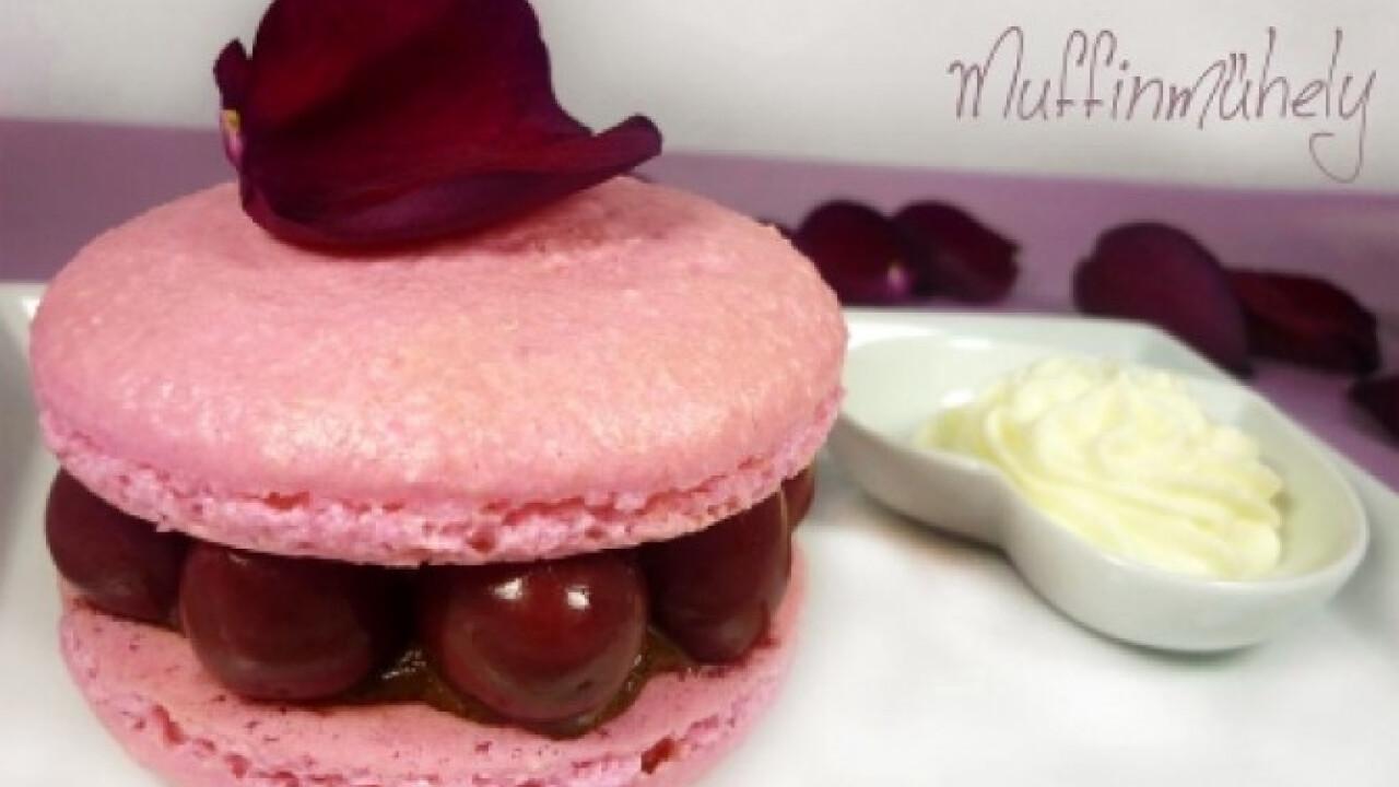 Csokis-meggyes macaron desszert