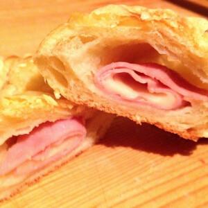 Sajtos sonkás croissant Kornéltól