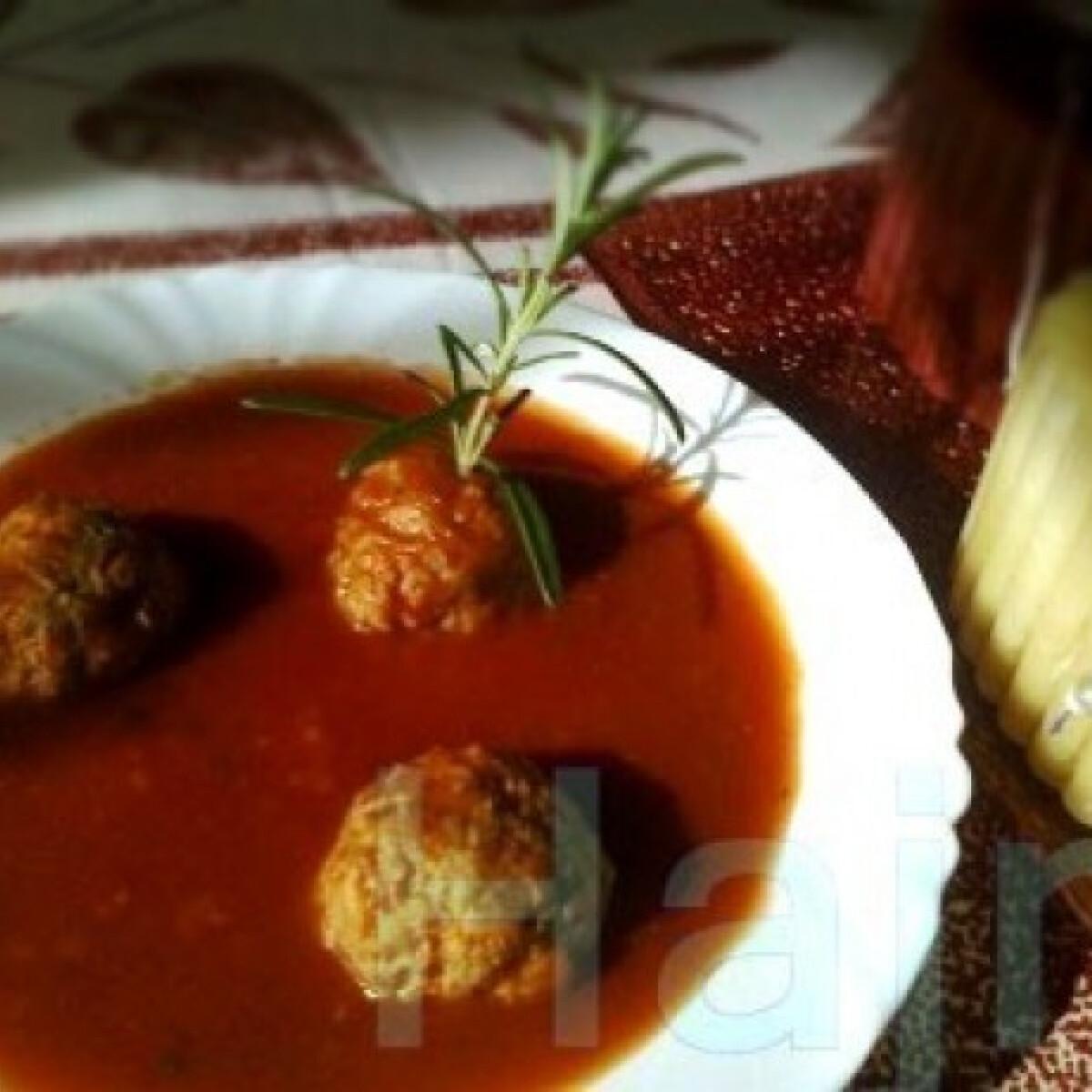 Ezen a képen: Chilis húsgombócok paradicsomszószban