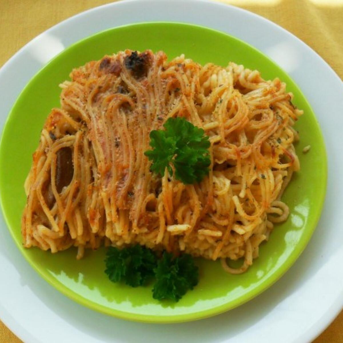 Ezen a képen: Rakott csirkemájas spagetti