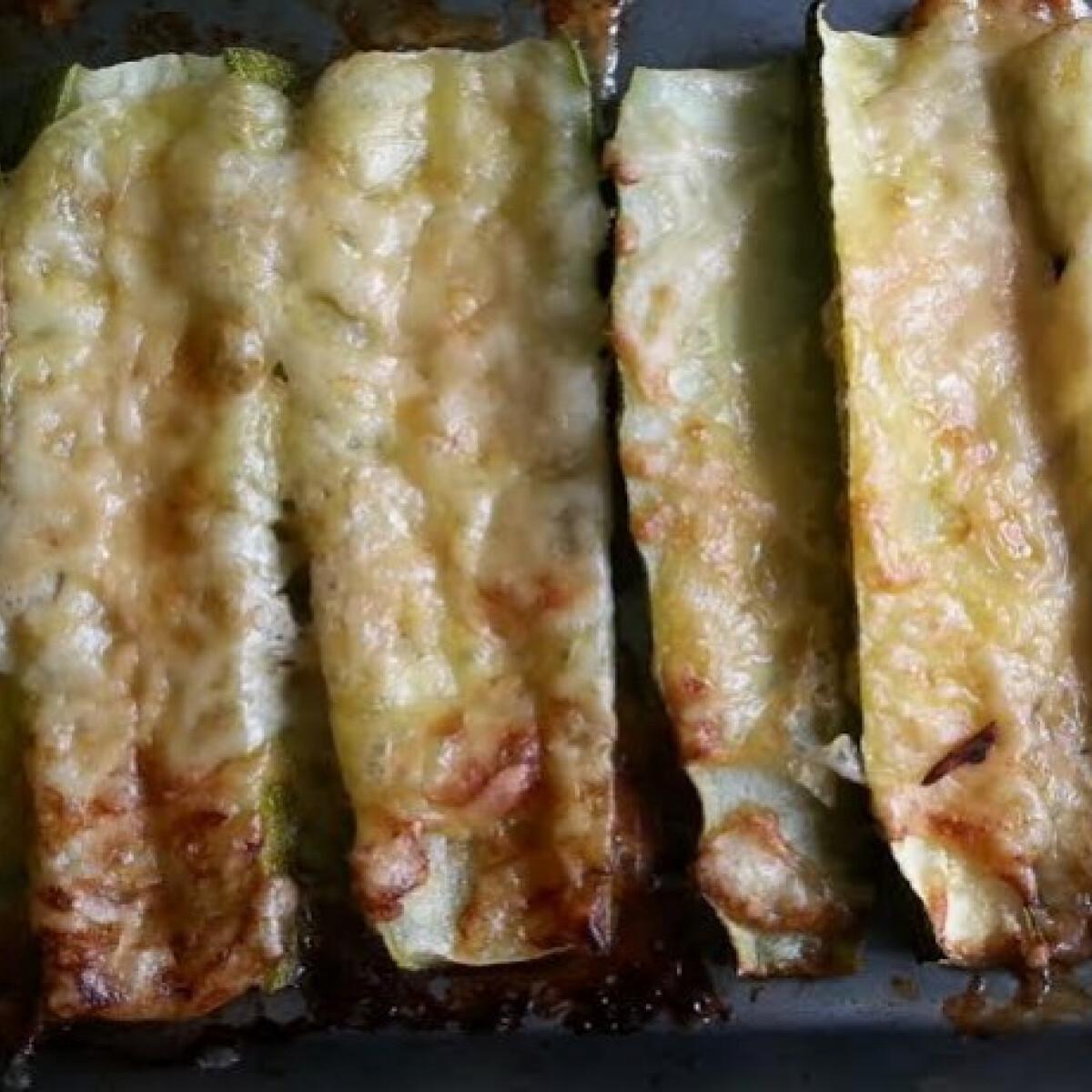 Ezen a képen: Parmezános sült cukkini