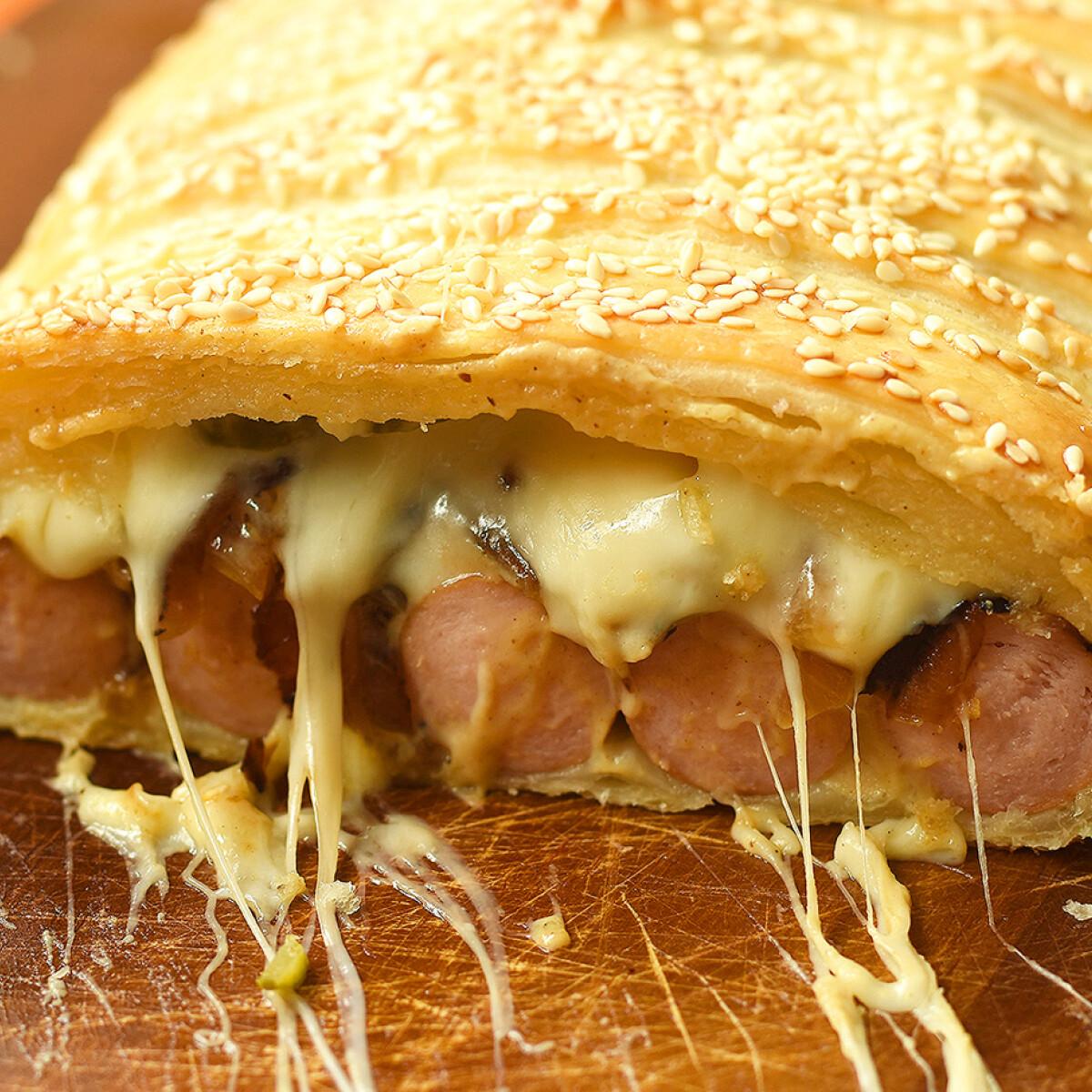 Ezen a képen: Hot dog leveles tésztában